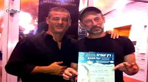 אמיר פרלמן וגיא דגן במעמד הזכיה בפרס סרט הטלביזיה הטוב ביותר בפסטיבל עין יהודית