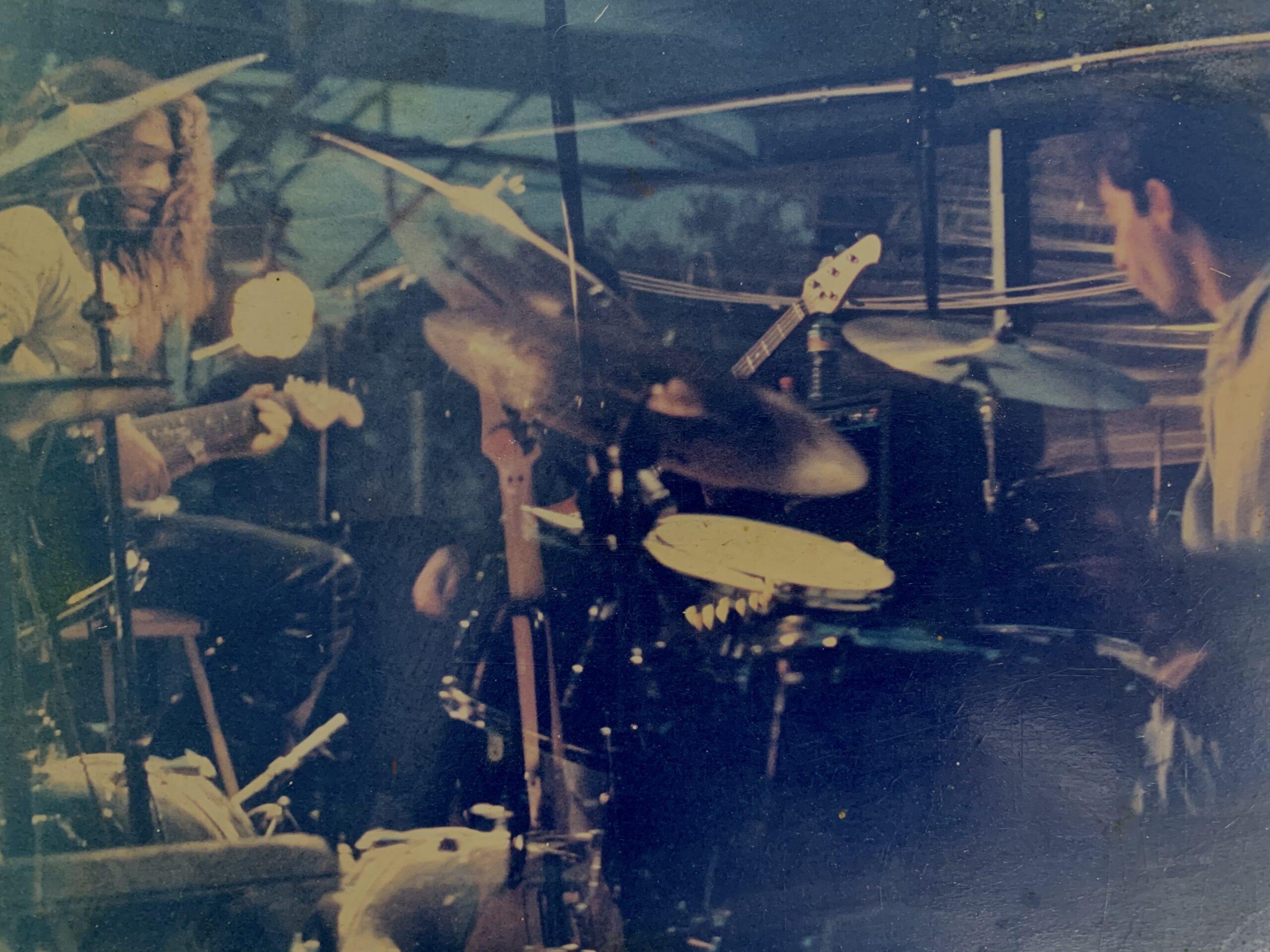 אמיר פרלמן בהופעה עם ההרכב ג'ז רוק המיתולוגי אר טי זי.