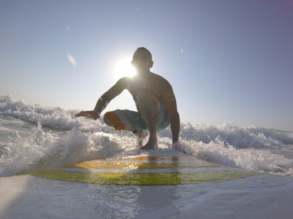 אמיר פרלמן על גלישת גלים ואהבות ילדות